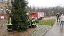 Weihnachtsbaumstellen der FFW_3